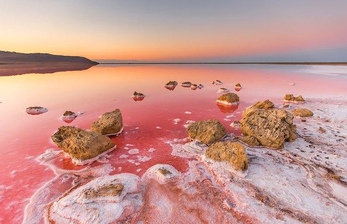 Тобечик – розовое солевое озеро