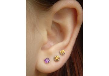 фото проколотые уши