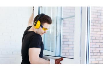Установка металлопластиковых окон и дверей! Ремонтно-строительные работы! Быстро, надежно, проверено!, фото — «Реклама Севастополя»