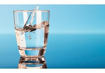 Доставка воды в Крыму – компания «Альфа и Омега». От лучших торговых марок, фото — «Реклама Симферополя»