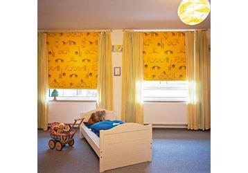 Самый нестандартный оконный аксессуар - это рулонные шторы, фото — «Реклама Севастополя»