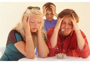 Курящие родители  - причина детского бронхита, фото — «Реклама Севастополя»