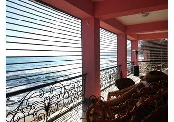 Прозрачные рольставни в Крыму – надежная и эстетичная защита дома от ветра и пыли, фото — «Реклама Крыма»