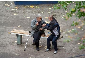 Для кого во дворах Севастополя скамейки?, фото — «Реклама Севастополя»